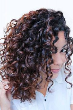 We have collected the trendiest shoulder length hair styles that you will want to recreate. Find out how to create a cute do with middle length hair. Curly Hair Styles, Haircuts For Curly Hair, Short Curly Hair, Hairstyles Haircuts, Natural Hair Styles, Spiral Perm Short Hair, Perms For Long Hair, Medium Permed Hairstyles, Medium Length Curly Hairstyles