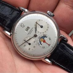 Very rare, very exceptional. From @watchgourmet this Compax Day Date circa 1940 #watchthisinstagood #watchoftheday #watchlover #montres