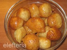 λουκουμαδες Pretzel Bites, Sweets, Bread, Homemade, Baking, Fruit, Vegetables, Food, Food Cakes