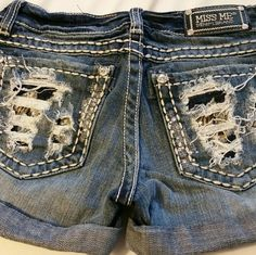 Miss Me jean shorts Worn once, from Buckle, cleaning out what I don't wear Miss Me Shorts Jean Shorts