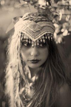 Boho Outfits – Page 9956931651 – Lady Dress Designs Boho Gypsy, Hippie Boho, Gypsy Hair, Gypsy Life, Gypsy Soul, Vintage Gypsy, Vintage Beauty, Romanian Gypsy, Gypsy Women