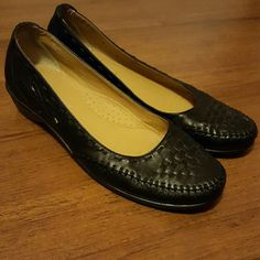 Leather Coach and Four shoes size 8 medium Coach and Four leather shoes size 8 medium Coach and Four Shoes Flats & Loafers