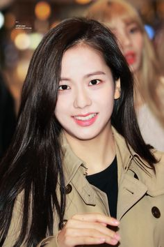 Your source of news on YG's current biggest girl group, BLACKPINK! Please do not edit or remove the logo of any fantakens posted here. Blackpink Jisoo, Yg Entertainment, South Korean Girls, Korean Girl Groups, K Pop, Black Pink ジス, Miss Korea, Blackpink Members, Jennie
