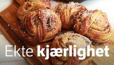 - Kanelknuter, surdeig - Cinnamon Knots, made with sourdough Different Recipes, Baked Goods, Sweet Recipes, Nom Nom, Sausage, Cinnamon, Pork, Favorite Recipes, Sweets