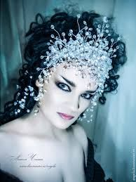 Related image Bridal Headpieces, Bridal Hair, Fascinators, Gothic Hairstyles, Wedding Hairstyles, Dress Dior, Black Hair Pieces, Christmas Crafts To Make, Diy Crown
