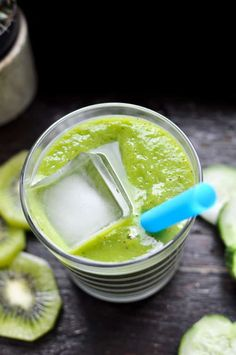 This green tea smoothie is a delicious way to wake-up! Brewed green tea and baby kale make an antioxidant power drink sweetened with kiwi and frozen mango. A delicious smoothie you can make with your kids! #smoothie #smoothierecipe #greensmoothie #teasmoothie