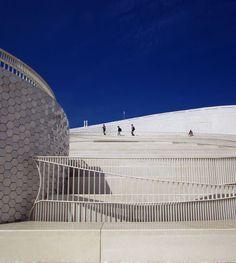 o Porto encanta: A arquitetura moderna e bela do Porto no Terminal de Cruzeiros do Porto de Leixões.