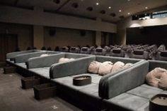 お正月は映画館で寝っころがって映画が見れる そんなスペシャルBOXシートが登場したのは新所沢レッツシネパーク() 新所沢PARCOの中にあるんですが最前列は寝転がって映画を観れるのでまるで自宅にいるような楽しさ お子さん連れやカップルにいいかも さらに椅子のシートも電動フルリクライニングの席や全席独立で両肘掛け付きの席なそもプレミアムな3シートで皆さんをお待ちしております 年末年始はまだまだ見たい話題作から待望の新作まで豪華ラインナップなのでぜひぜひ新所沢レッツシネパークへ足をお運びくださいませ()v tags[埼玉県]