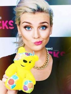 Cute ♡ ...I have like the biggest girl crush on Perrie it's almost upsetting.