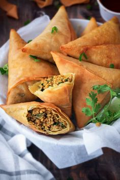 Crispy samosa with Keema. really a heavenly recipe. Indian Snacks, Indian Food Recipes, Indian Appetizers, Kitchen Recipes, Cooking Recipes, Halal Recipes, Oven Recipes, Noodle Recipes, Turkey Recipes