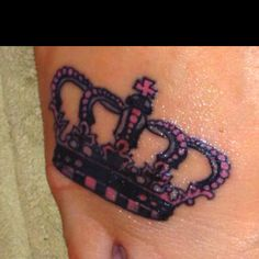 Definitely getting a crown for my next tattoo & I loveeee this one!