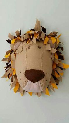 Lion head from Gill's Pop Art Emporium. Felt Crafts, Fabric Crafts, Diy And Crafts, Fox Nursery, Animal Nursery, Safari Thema, Faux Taxidermy, Art Textile, Animal Heads