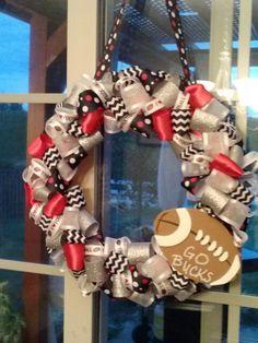 Go bucks! Ohio State Wreath, Ohio State Buckeyes, Buckeye Crafts, Sports Wreaths, Wreath Tutorial, Diy Ideas, Christmas Wreaths, College, Tutorials