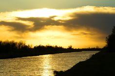Coucher de soleil sur le canal à Gallician