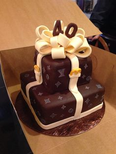 Louis Vuitton Cake Cupcake Birthday Cake, 40th Birthday Cakes, Cupcake Cakes, 40 Birthday, Birthday Ideas, Shoe Box Cake, Bag Cake, Pretty Cakes, Beautiful Cakes