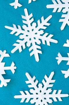 How to cut a Perfect Snowflake and lots of Frozen Birthday Party Ideas at PagingSupermom.com #frozen #snowflakes
