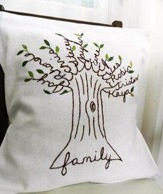 Подушка с фамильным деревом! Вышивать несложно, как видите, а эффект будет сильный!