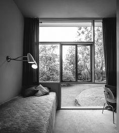 mid century modern australian homes - harry seidler - Rose House Australian Architecture, Australian Homes, Modern Architecture, Mid Century Decor, Mid Century House, Rose House, Vintage Interiors, Architect House, Windows And Doors