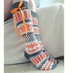Yhdessä itse tehden: Aina niin ihanat Anelmaiset Fair Isle Knitting, Knitting Socks, Winter Socks, Knit Tie, Cute Socks, Wool Socks, Mittens, Knit Crochet, Sewing