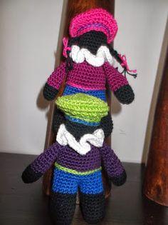 HaakYdee: Zwarte piet haken Amigurumi Doll, Crochet Animals, Crochet Dolls, Softies, Puppets, Free Crochet, Free Pattern, Crochet Patterns, December