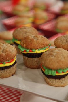A cheeseburger… cupcake?! How cool is that? Learn how to make these summer treats!