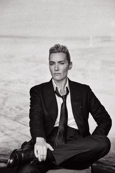 Androgynous Kate Winslet By Peter Lindbergh For L'uomo Vogue November 2015 Fashion Editor: Clare Richardson Hair: Odile Gilbert Makeup: Androgynous Look, Androgynous Fashion, Tomboy Fashion, Vogue Fashion, Peter Lindbergh, Kate Winslet, Tomboy Stil, Estilo Tomboy, Boyfriend Look