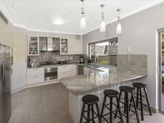 Pendant lighting in a kitchen design from an Australian home - Kitchen Photo 7142437