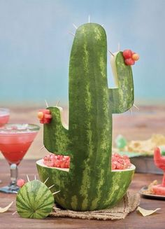 Celebrate Cinco de Mayo with this watermelon cactus carving and Fire and Ice Salsa. Watermelon Salsa, Watermelon Ideas, Watermelon Alcohol, Watermelon Carving Easy, Watermelon Appetizer, Watermelon Dessert, Watermelon Centerpiece, Watermelon Basket, Cute Watermelon