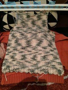 Avancer sur le pull au tricotin
