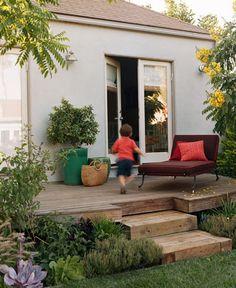 doors, steps, landscaping around deck Landscaping Around Patio, Home Landscaping, Backyard Patio, Small Gardens, Back Gardens, Outdoor Gardens, Deck Design, Garden Design, Circular Patio