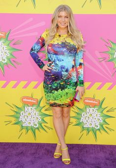 Kids' Choice Awards 2013: pregnant multicolor Fergie