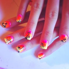 these nails are so me! holding on to the last days of summer:)