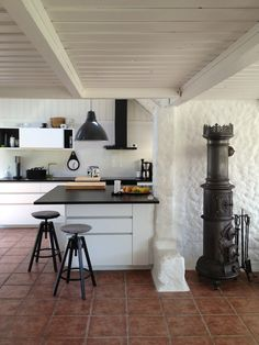 Ikea metod kitchen white and black traditional stove burner. Kitchen Interior Inspiration, Interior Design Kitchen, Scandinavian Kitchen, Scandinavian Interior, Ikea Metod Kitchen, Ikea Kitchens, Layout Design, Decorating A New Home, Modern Rustic Homes