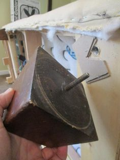 Do you have a ratty old sofa set, ready for the dump? And you need a replacement, but maybe don't have the money for what you really want? Here is a great way to upcycle what you have into what you want and need, for very little money! Leather Couch Repair, Faux Leather Couch, Craft Projects For Kids, Diy Crafts For Kids, Projects To Try, Diy Furniture Hacks, Furniture Redo, Couch Makeover, Old Sofa
