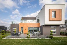 Az FM design stúdió Fazekas Miklós álmodta meg ezt a szuper házat Budapest határában. Én pedig körbefotóztam nappaltól estig. Fotó: Bata Tamás Budapest, Batman, Exterior, Mansions, House Styles, Pictures, Home Decor, Photos, Decoration Home