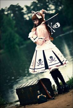 ~ Pirate Lolita ~ (this awesome print again xD)