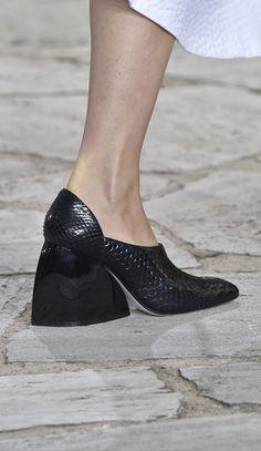 Loewe at Paris Spring 2015 (Details) Silver Shoes, Black Shoes, Buy Shoes Online, Shoe Dazzle, Luxury Shoes, Beautiful Shoes, Shoe Collection, Pumps Heels, Designer Shoes