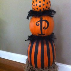 Halloween Topiary: polka dots and feather boas