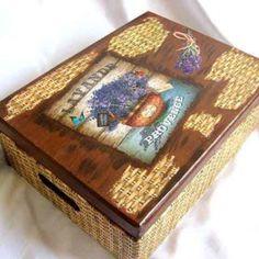 Cutie din lemn, cu manere, rachita si ghiveci lavanda