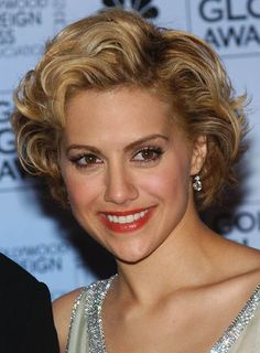 Here are 16 short hairstyles for thick curly hair, from Short ...