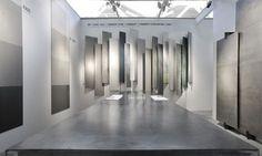 Tile Showroom, Showroom Design, Cafe Interior Design, Interior Architecture, Exhibition Stall Design, Exhibition Stands, Bathroom Showrooms, Stand Design, Tile Design