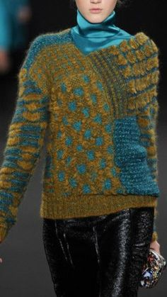 laine trésor    tricot knit pullover sweater laine wool hiver winter jaune moutarde bleu blue mostard yellow broderie embroidery