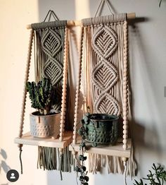Macrame Plant Hanger Patterns, Macrame Wall Hanging Patterns, Macrame Patterns, Macrame Design, Macrame Art, Macrame Projects, Art Macramé, Plant Decor, Weaving