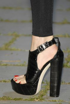 Now this is what I call a sexy shoe :-)