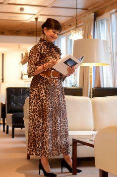 FASHION Bloggerin Lady 50plus ist Stilexpertin und zeigt auf ihrem beliebten Blog Lady 50plus was Frauen sichtbar macht. Frauen 50plus sind einmalig, extravagant und leben ihr Leben! Absolutely Stunning, Lady, Amazing Women, Beauty, Winter, Fashion, Chic, Guys, Woman