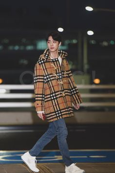 190108 - Off to China Boy Fashion, Fashion Outfits, Big And Rich, Guan Lin, Lai Guanlin, Airport Style, Airport Fashion, Kpop, Asian Actors