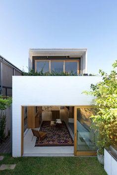 Sydney terrace house opens to nature: Bondi House Row House Design, Modern House Design, Terraced House, Feng Shui, Design Exterior, Narrow House, Open House, Cheap Houses, Design Seeds