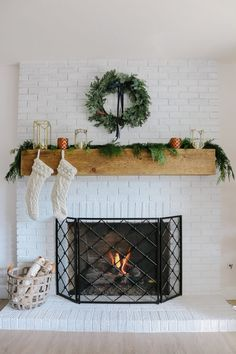 Modern Farmhouse Christmas Living Room with Navy + Copper + Rose Gold - 1111 Lig. Modern Farmhouse Christmas Living Room with Navy + Copper + Rose Gold – 1111 Light Lane Farm House Living Room, Room Design, Luxury Living Room Design, Family Room Design, Christmas Living Rooms, Luxurious Bedrooms, Glamour Living Room, Modern Interior Design, Living Decor