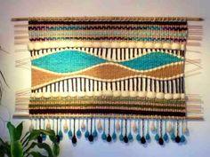 Telaresytapices                                                                                                                                                     Más Weaving Art, Weaving Patterns, Tapestry Weaving, Loom Weaving, Wall Tapestry, Hand Weaving, Weaving Process, Weaving Techniques, Yarn Shop