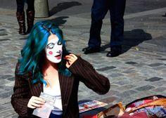 Comment entretenir une coloration excentrique ? THELOOKMAG vous donne la réponse ! http://lelookmag.com/entretenir-coloration/ #hair #color #coloration #haircolor #tie&dye #crazyhair